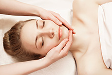 Beauty_Salon_Soho_eyelash_extension_kitsilano_vancouver_Facial_Massage